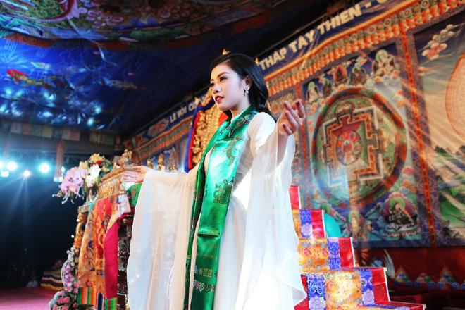 Sao Mai Thu Hằng trong trẻo, thoát tục hát nhạc Phật - Ảnh 2.