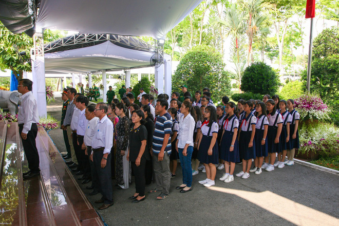 Di quan linh cữu nguyên Thủ tướng Phan Văn Khải về Hội trường Thống Nhất - Ảnh 8.