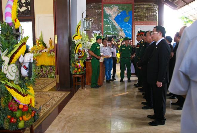 Di quan linh cữu nguyên Thủ tướng Phan Văn Khải về Hội trường Thống Nhất - Ảnh 7.
