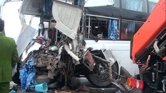 Xe khách đâm xe cứu hỏa trên cao tốc, 10 người bị thương, 1 chiến sỹ đã hi sinh - Ảnh 4.