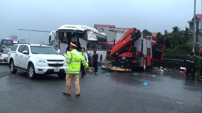 Xe khách đâm xe cứu hỏa trên cao tốc, 10 người bị thương, 1 chiến sỹ đã hi sinh - Ảnh 5.