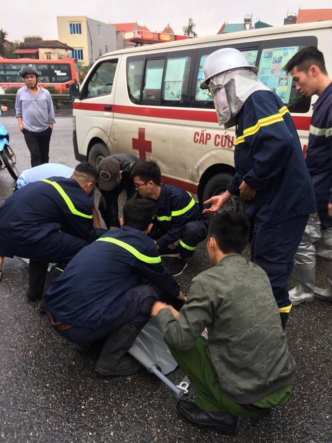 Xe khách đâm xe cứu hỏa trên cao tốc, 10 người bị thương, 1 chiến sỹ đã hi sinh - Ảnh 1.