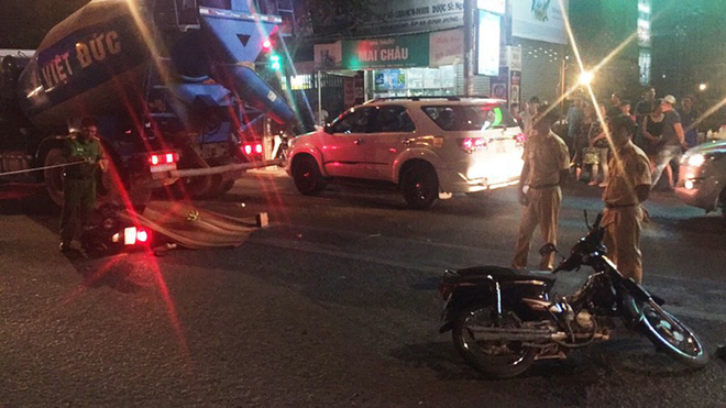 Xe bồn va 2 xe máy ở Bình Chánh, 1 người tử vong - Ảnh 1.
