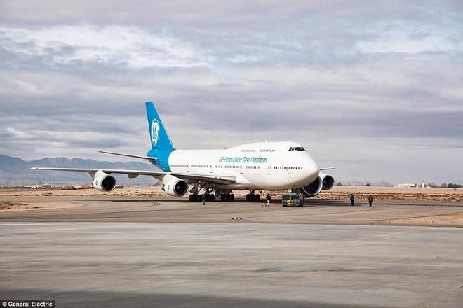 Động cơ phản lực lớn nhất thế giới của siêu máy bay Boeing  lần đầu thử sức - Ảnh 3.