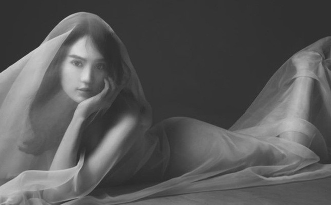 Ngọc Trinh toan tính gì sau những bức ảnh nude?