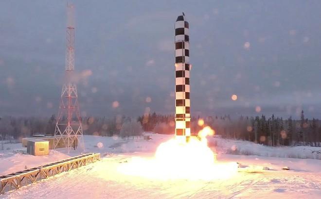 """Ông Putin: Mỹ hãy lắng nghe đây, RS-28 Sarmat là tên lửa """"không thể đánh bại""""!"""