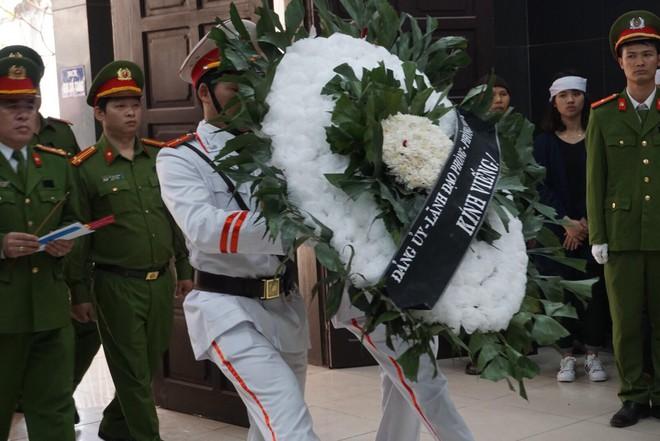 Khóc nghẹn tiễn đưa Thượng sỹ CS PCCC tử vong trong vụ tai nạn trên cao tốc - Ảnh 7.
