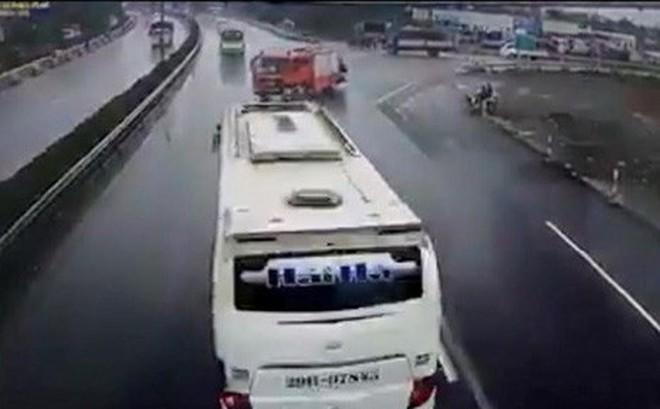 Xác định rõ tốc độ xe khách va chạm với xe PCCC trên cao tốc Pháp Vân