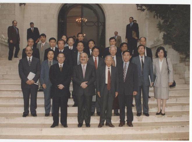 Đại sứ Nguyễn Quang Khai kể về hành trình hơn 1.000km trên xe buýt từ Iraq với Thủ tướng Phan Văn Khải - Ảnh 2.