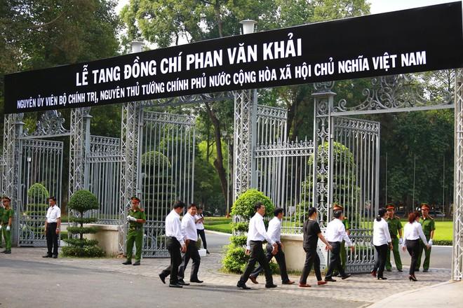 Nhiều đoàn ngoại giao đến viếng cố Thủ tướng Phan Văn Khải - Ảnh 1.