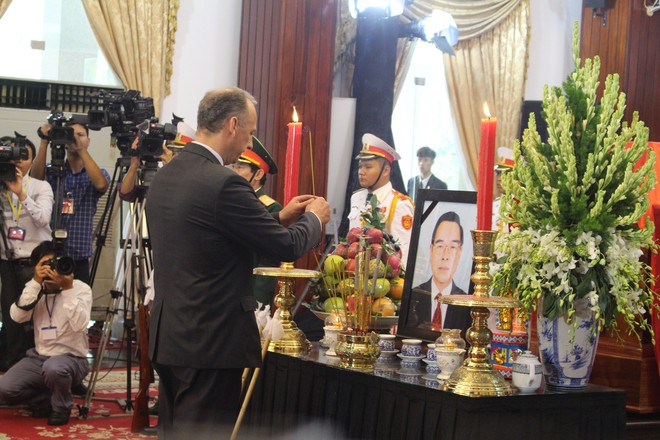 Nhiều đoàn ngoại giao đến viếng cố Thủ tướng Phan Văn Khải - Ảnh 8.