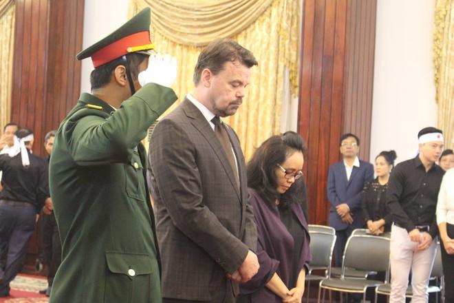 Nhiều đoàn ngoại giao đến viếng cố Thủ tướng Phan Văn Khải - Ảnh 9.