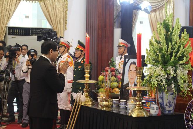 Nhiều đoàn ngoại giao đến viếng cố Thủ tướng Phan Văn Khải - Ảnh 11.