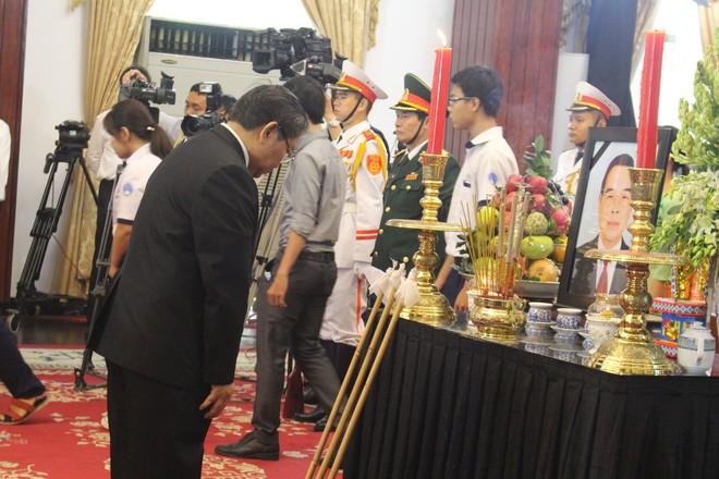 Nhiều đoàn ngoại giao đến viếng cố Thủ tướng Phan Văn Khải - Ảnh 10.