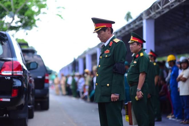 CHÙM ẢNH: Hoa và nước mắt trong ngày tiễn đưa cố Thủ tướng Phan Văn Khải về với đất mẹ - Ảnh 4.
