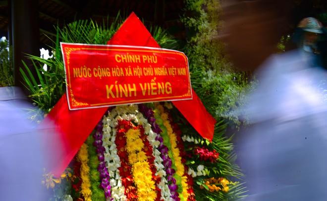 CHÙM ẢNH: Hoa và nước mắt trong ngày tiễn đưa cố Thủ tướng Phan Văn Khải về với đất mẹ - Ảnh 19.
