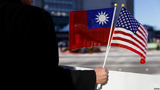 Loạt đòn mạnh khiến Bắc Kinh tái mặt, Đài Loan mở cờ: Chiến thuật của ông Trump là gì? - Ảnh 2.
