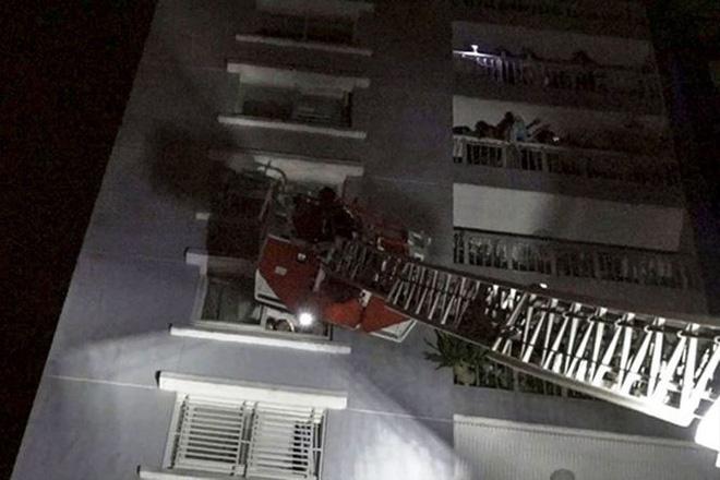 Vụ cháy chung cư làm 13 người chết: Thảm họa được báo trước - Ảnh 1.