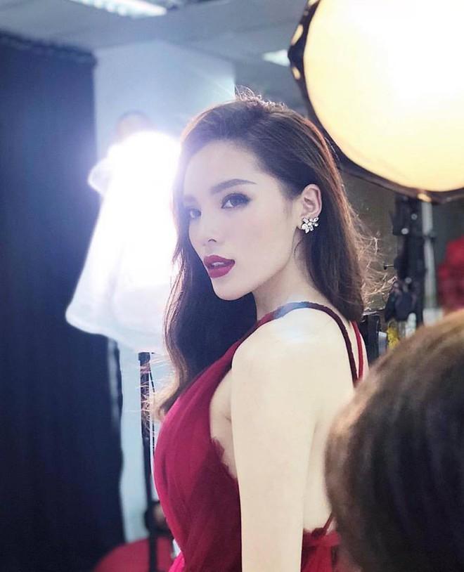 Nhan sắc ngày càng khác lạ của Hoa hậu Kỳ Duyên - Ảnh 6.