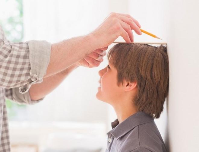 Bác sĩ tiết lộ 4 điều kiện quan trọng nhất để tăng trưởng chiều cao nhanh cho trẻ em - Ảnh 1.