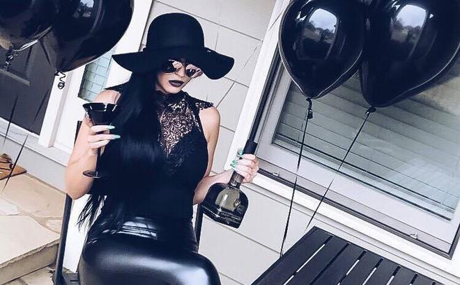 """Sinh nhật 30 của bạn thế nào? Người phụ nữ này thì tổ chức hẳn """"tang lễ"""" cho thời thanh xuân nhưng với ý nghĩa rất tích cực"""