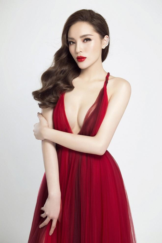 Hoa hậu Kỳ Duyên tung ảnh nóng bỏng sau nghi vấn phẫu thuật thẩm mỹ - Ảnh 1.