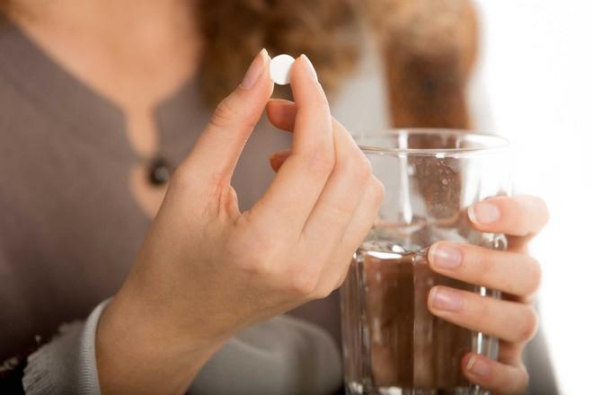 5 sai lầm kinh điển khi uống thuốc, hãy xem để rút kinh nghiệm sớm - Ảnh 3.