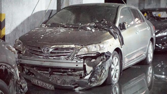 Hình ảnh xe Mercedes đắt tiền cháy nham nhở ở tầng hầm chung cư Carina - Ảnh 7.