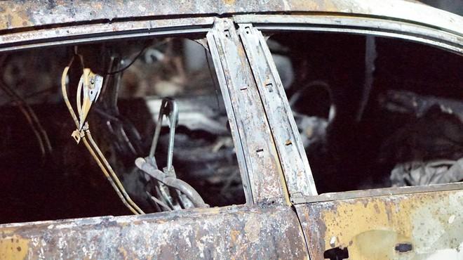 Hình ảnh xe Mercedes đắt tiền cháy nham nhở ở tầng hầm chung cư Carina - Ảnh 8.