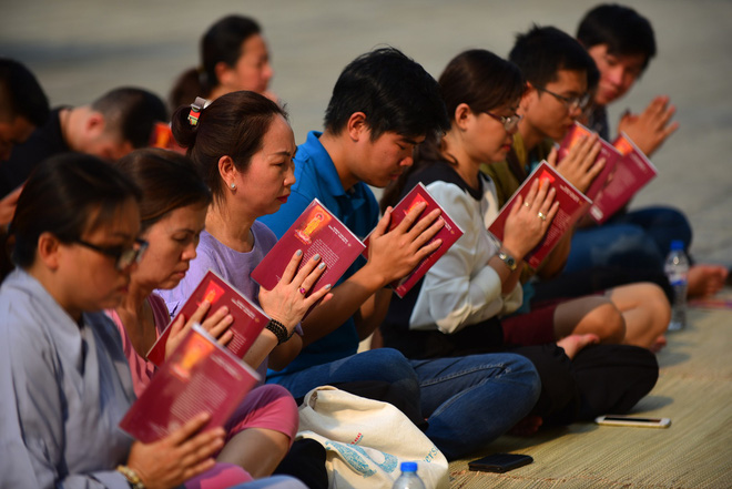 Cư dân Carina làm lễ cầu siêu cho 13 nạn nhân tử vong trong vụ cháy - Ảnh 4.