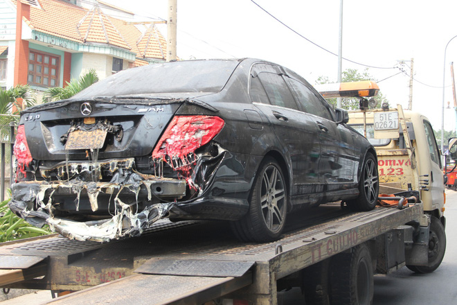 Hình ảnh xe Mercedes đắt tiền cháy nham nhở ở tầng hầm chung cư Carina - Ảnh 13.