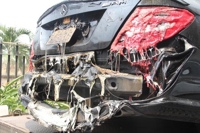 Hình ảnh xe Mercedes đắt tiền cháy nham nhở ở tầng hầm chung cư Carina - Ảnh 12.