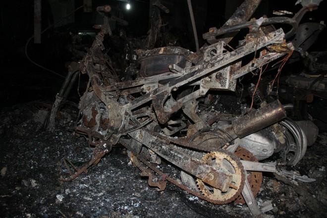 Hình ảnh xe Mercedes đắt tiền cháy nham nhở ở tầng hầm chung cư Carina - Ảnh 5.