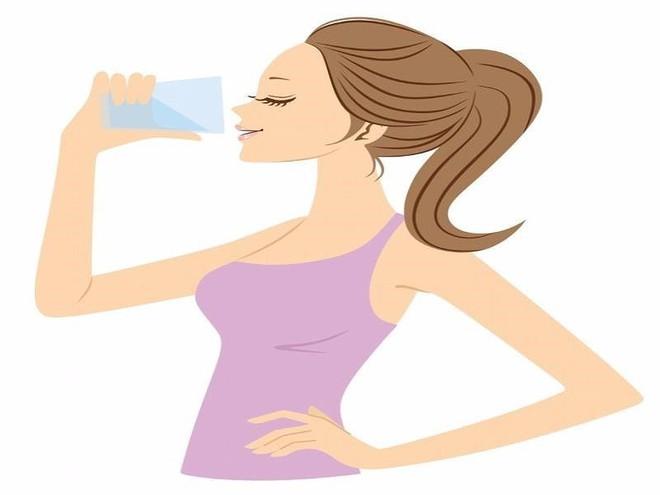 Nước lạnh, nước nóng: Loại nào giúp cơ thể mát lên? - Ảnh 2.
