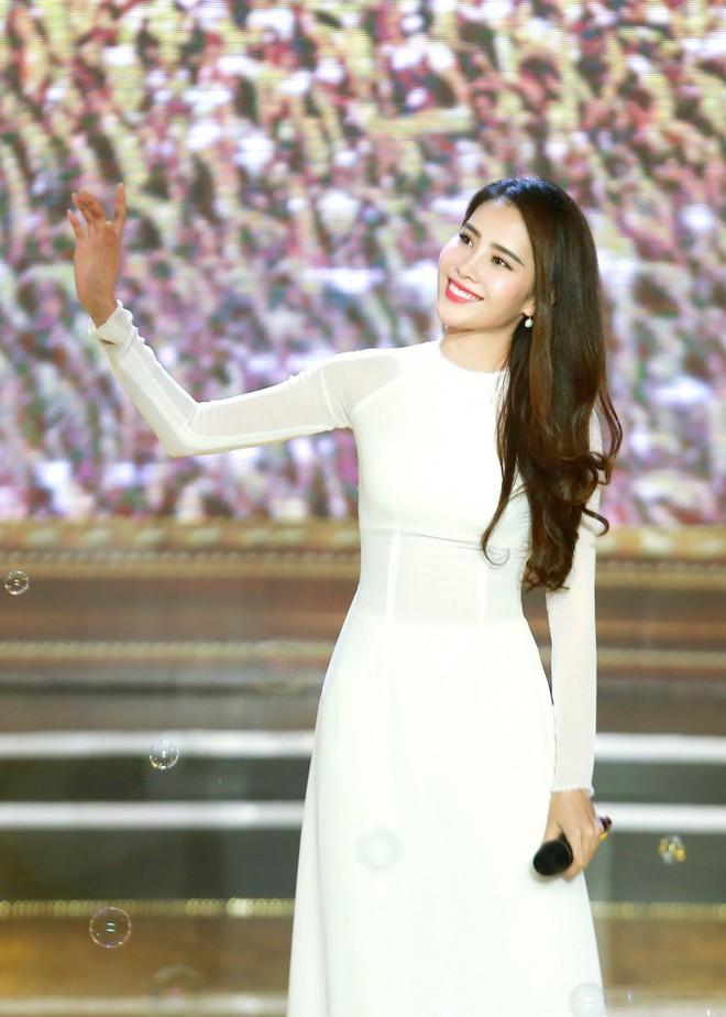 Soi ca sĩ Việt hát live: Nam Em hát Bolero không thua kém Như Quỳnh - Ảnh 1.