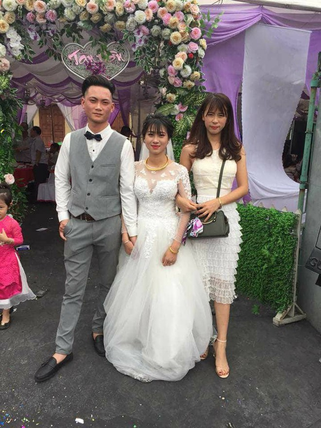 Bức ảnh cô dâu và đôi chân lấm lem khiến người xem vừa buồn cười vừa khó hiểu - Ảnh 2.