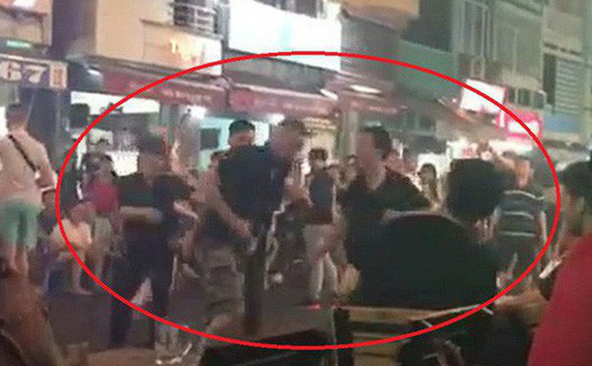 Khách Tây bị đánh ở phố đi bộ Sài Gòn, chủ tịch phường đứng ra xin lỗi