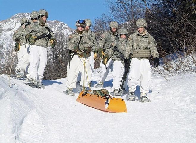 Cận cảnh binh sĩ Mỹ huấn luyện vượt mọi địa hình phức tạp - Ảnh 3.