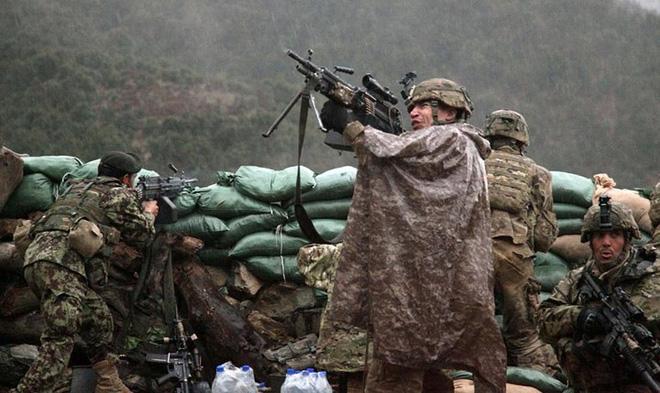 Cận cảnh binh sĩ Mỹ huấn luyện vượt mọi địa hình phức tạp - Ảnh 4.