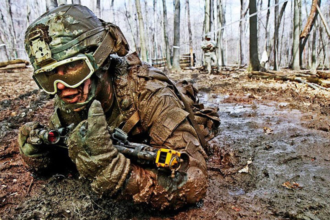 Cận cảnh binh sĩ Mỹ huấn luyện vượt mọi địa hình phức tạp - Ảnh 5.
