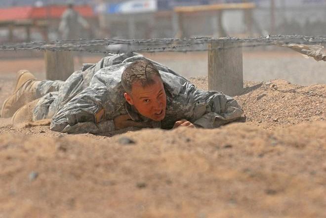 Cận cảnh binh sĩ Mỹ huấn luyện vượt mọi địa hình phức tạp - Ảnh 6.