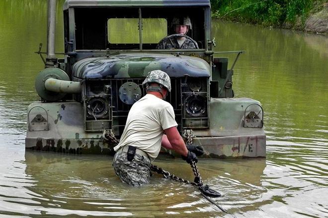 Cận cảnh binh sĩ Mỹ huấn luyện vượt mọi địa hình phức tạp - Ảnh 8.