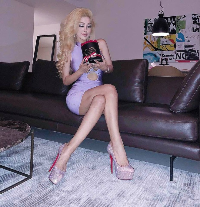 Giai nhân nóng bỏng nhất của Hà Dũng ngày càng giống búp bê Barbie - Ảnh 3.