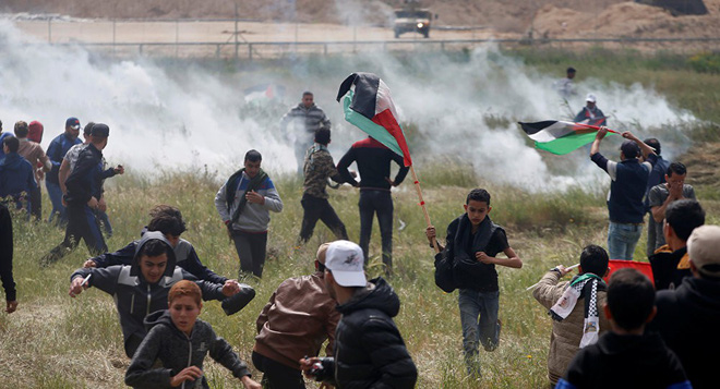 Dải Gaza: Xe tăng Israel bắn chết người Palestine, lính bắn tỉa IDF không ngừng nã đạn - Ảnh 3.