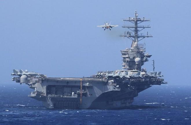 Cận cảnh những tàu sân bay cùng lớp với USS Carl Vinson sắp thăm Việt Nam - Ảnh 1.