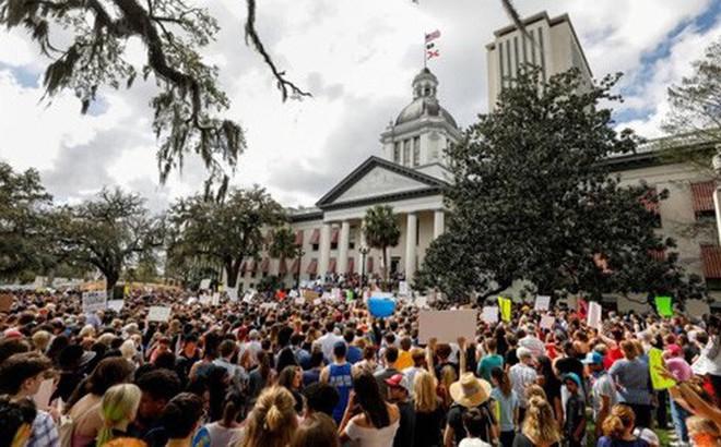 Thượng viện Florida (Mỹ) ủng hộ trang bị súng cho giáo viên