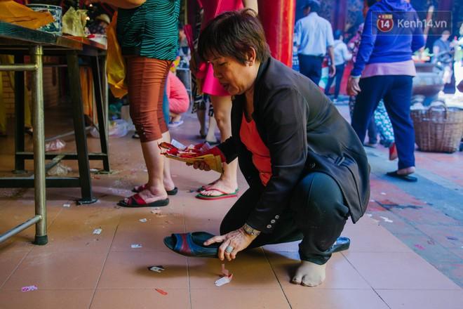 Tập tục đánh kẻ tiểu nhân độc đáo của người Hoa ở Sài Gòn - Ảnh 1.
