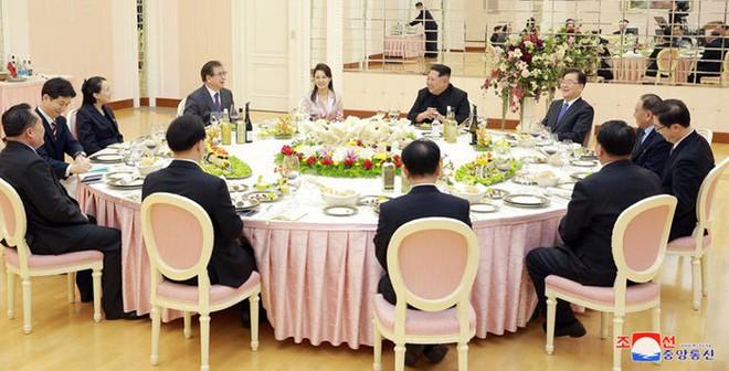 Triều Tiên vừa chủ động hòa dịu với Hàn Quốc, vừa tranh thủ khởi động lò hạt nhân? - Ảnh 2.