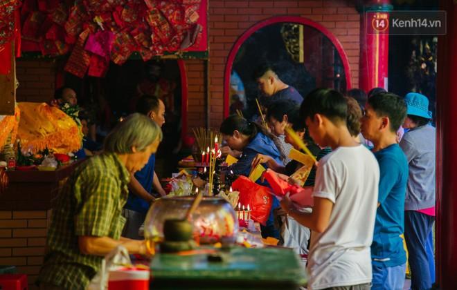 Tập tục đánh kẻ tiểu nhân độc đáo của người Hoa ở Sài Gòn - Ảnh 16.