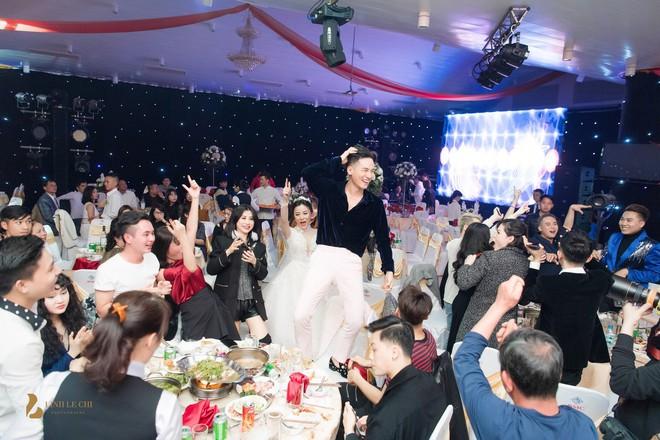 Hot girl The Voice Huyền Dung bất ngờ lên xe hoa, dàn ca sĩ trẻ về Hà Tĩnh quậy tưng bừng - Ảnh 6.